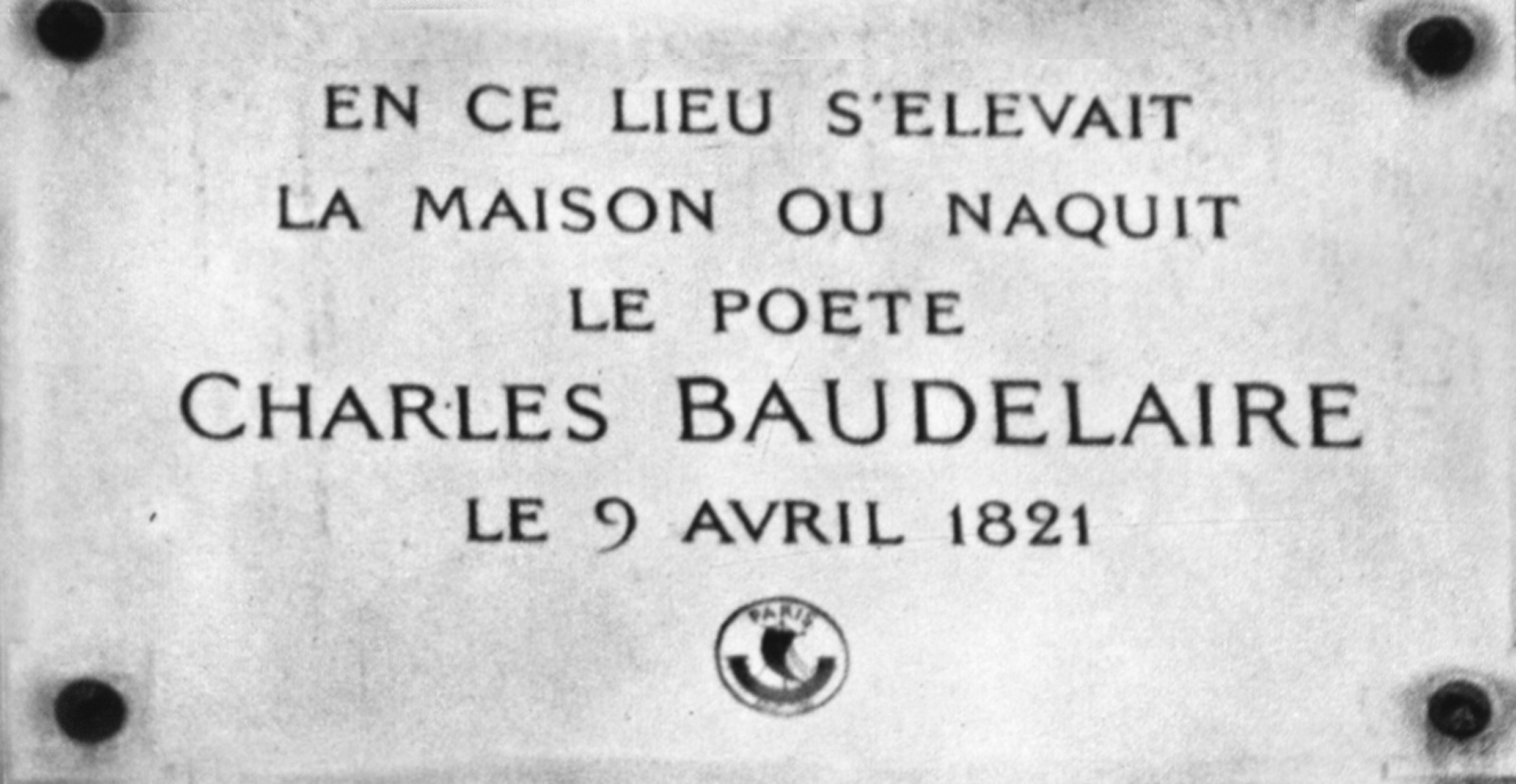 The plaque commemorating the centenary Baudelaire